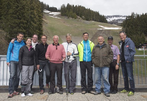 Though the slopes just turned from white to green, with the FIS inspection the preparatory stages for the Ladies Ski World Cup races 2016 in Crans- Montana are already materialising! From the left: Thierry Overney, Sophie Clivaz, Dominique Morard, Jean-Philippe Vulliet, Marius Robyr, Atle Skaardal, Andreas Krönner, Hugo Steinegger, Markus Murmann and Marc Bueler.