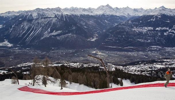 Everything is being done to provide the Swiss athletes of the speed disciplines in their training camp in Crans-Montana, a Mont Lachaux slope that is prepared in the best possible way and adequate security measures. The measures taken at the Trou du Renard, for example.